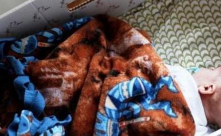 Finn hagyományra vezethető vissza az, hogy a gyermekek dobozban alszanak
